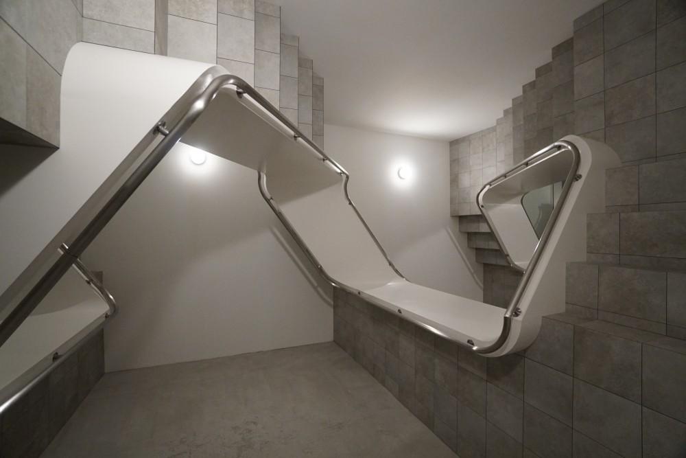 Leandro ERLICH - INFINITE STAIRCASE